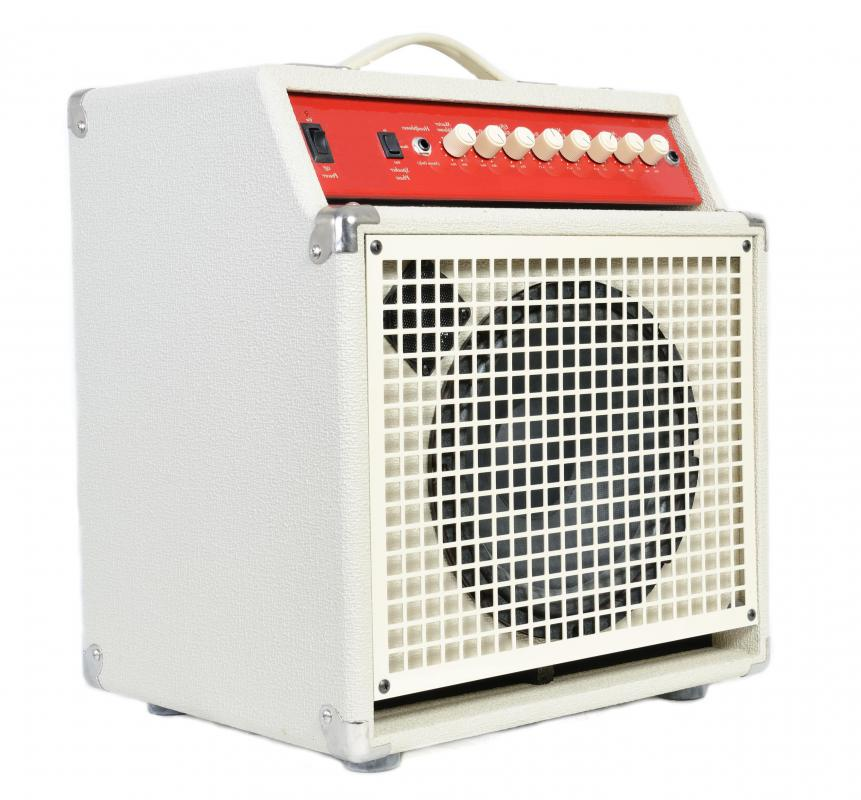 Mowtown performances typically use amplifiers for electric guitars and other instruments.