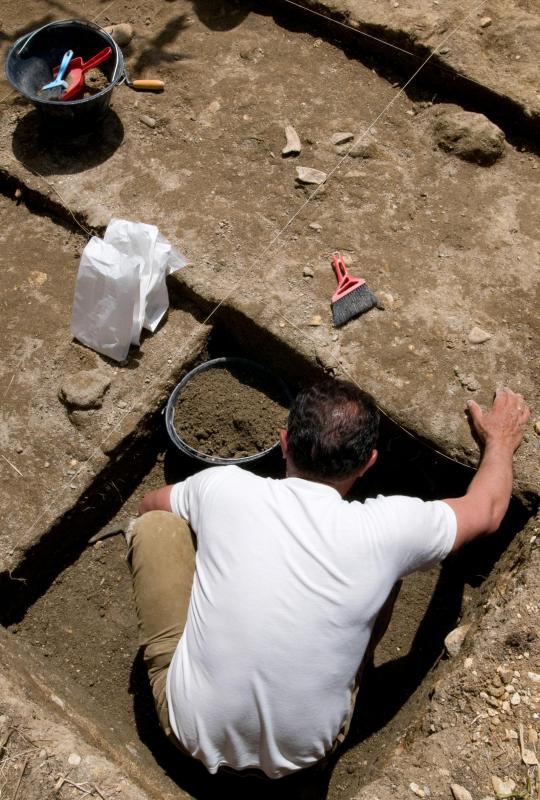 How does carbon hookup help archaeologists