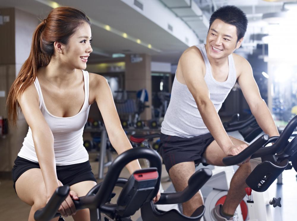 Spending time at the gym is a common fitness dating activity.