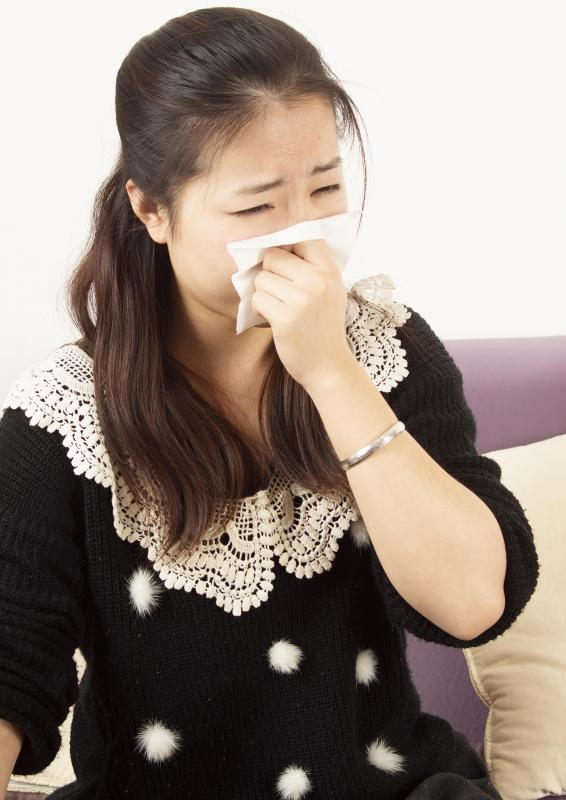 Symptoms of a formaldehyde allergy may include runny nose.