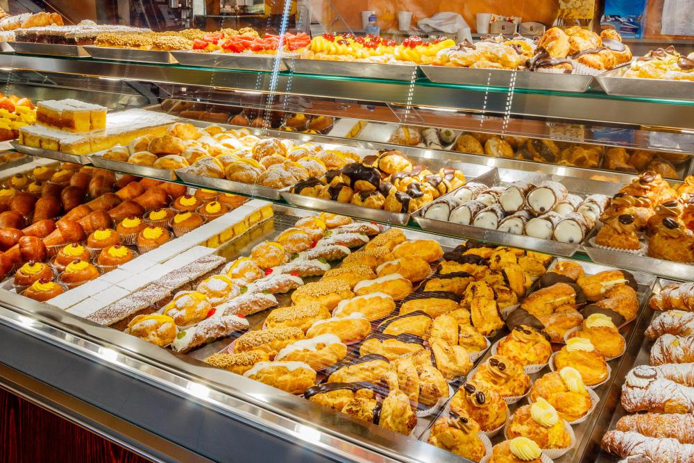 Glassine may be utilized in bakeries.