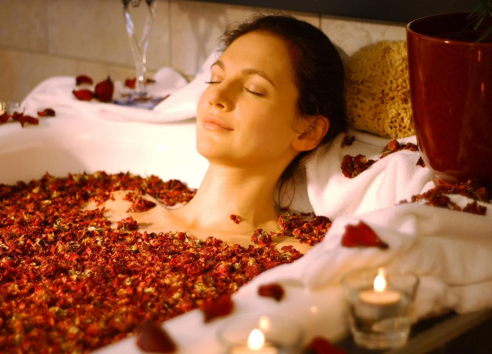Rose petals may be used as aromatherapy for a calming bath.