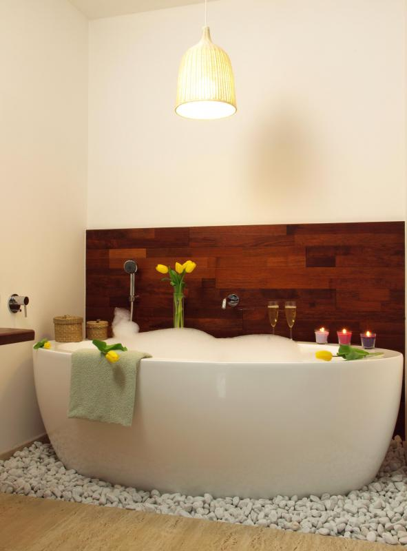 What are the Pros and Cons of a Deep Bathtub? (with pictures)