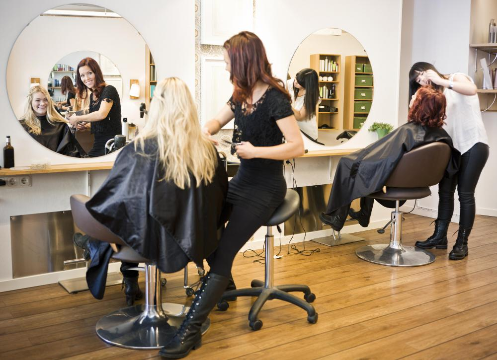 A hair salon stylist can dye a client's hair caramel.
