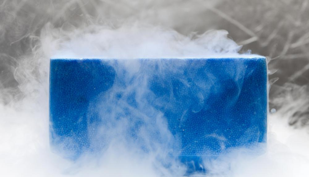 Liquid nitrogen is the freezing method of choice for sperm cryopreservation.