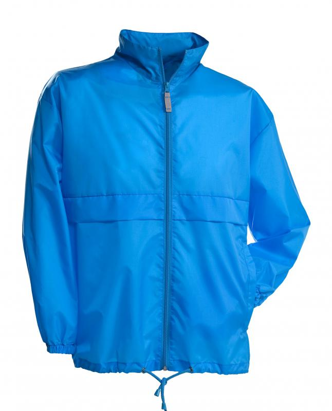 What is a Windbreaker? (with picture)