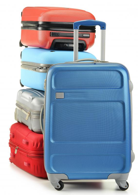What Are the Pros and Cons of Polycarbonate Luggage?