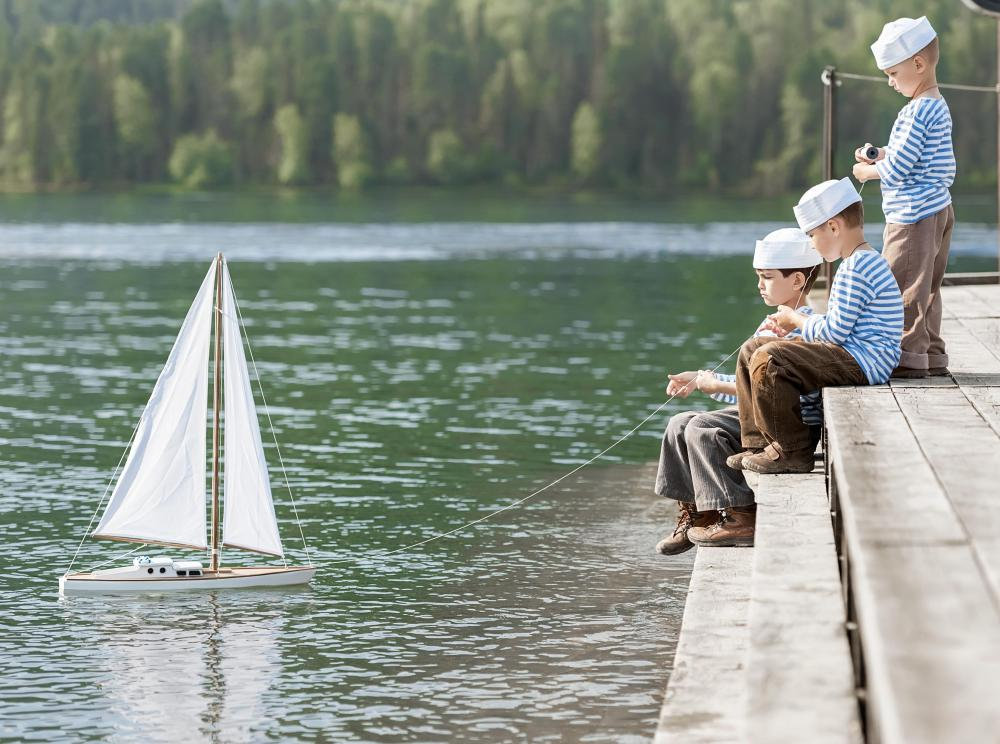 Model yachts reproduce wind-to-speed forces and sail configurations that are similar to their larger counterparts.