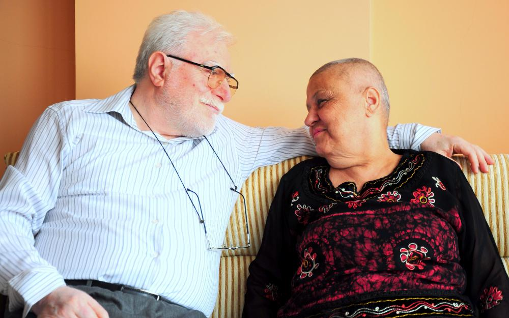 A patient's family members can provide emotional support for her or him during chemotherapy.