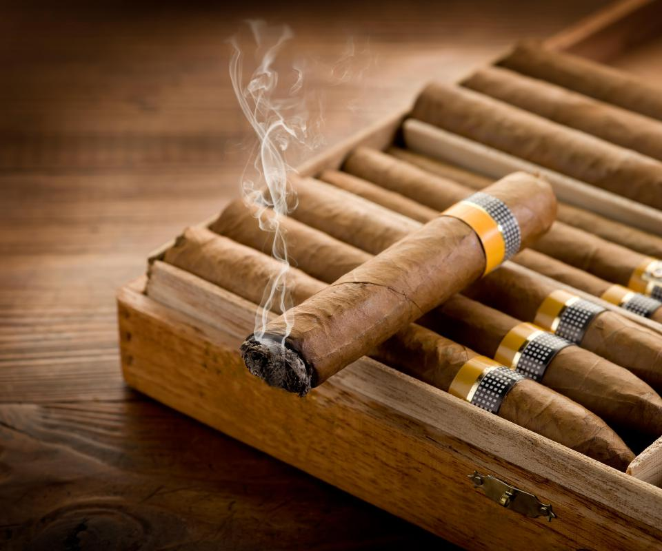 "a comparison of cigars and cigarettes Last year it reported that ""smoking cigars can be just as deadly as  the nci  report downplayed the differences between cigars and cigarettes."
