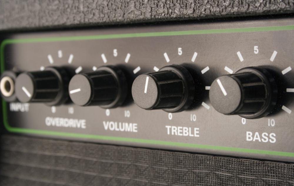 A guitar amplifier makes a simple bar chord sound fuller than without amplification.