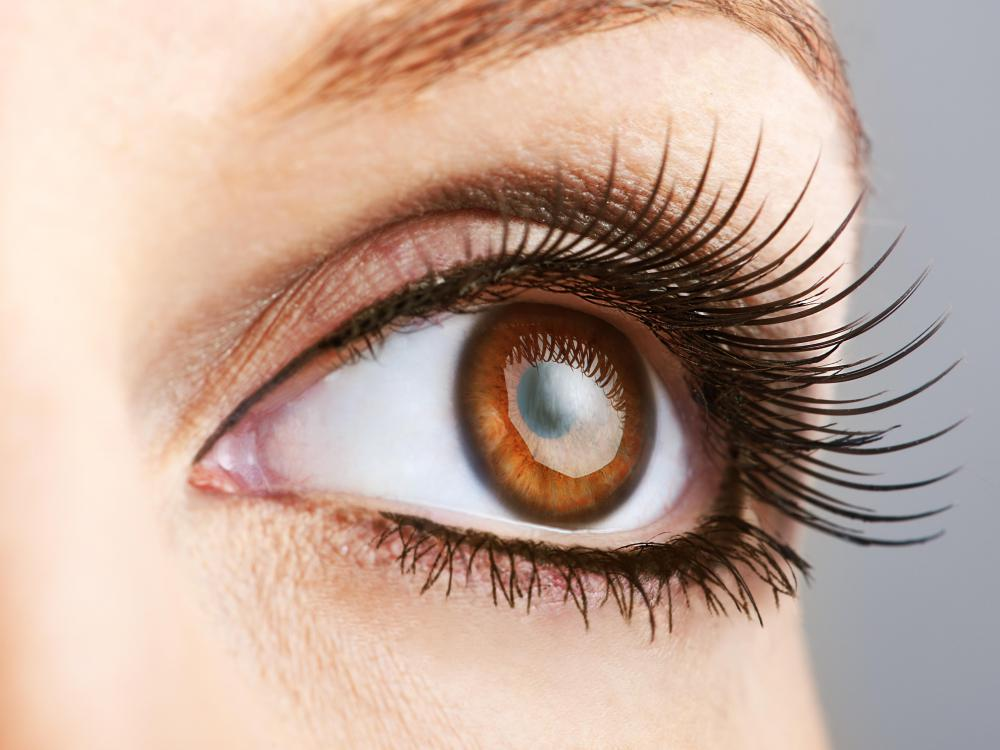 A truly natural eyeliner is completely organic and does not contain artificial products that may harm the skin.