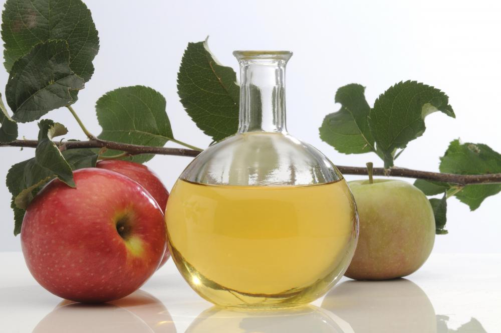 Apple cider vinegar can be applied to itchy skin.