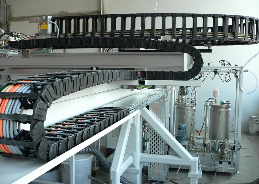 The apron conveyor is a type of conveyor system that is often used in manufacturing.