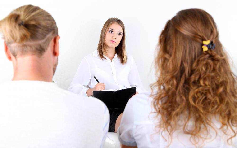 Divorcing partners may choose mediation as a method of conflict resolution.
