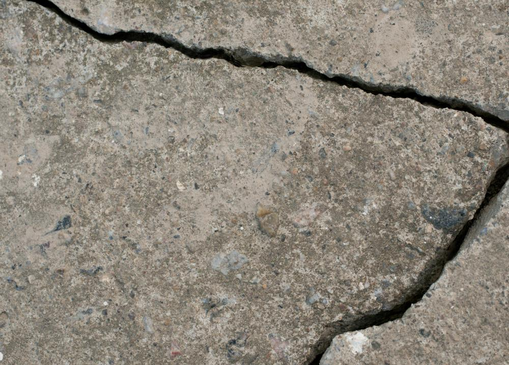 How can I Repair Cracks in Concrete? (with pictures)