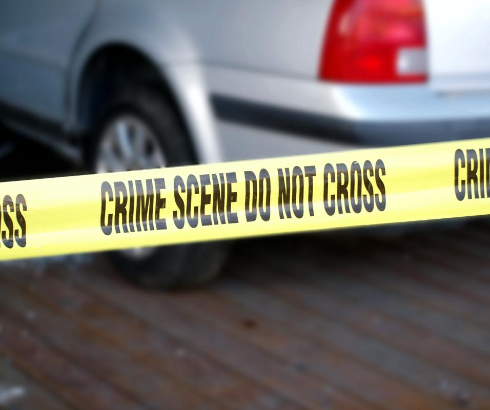 Citizens may observe a crime scene until authorities can come and collect evidence.