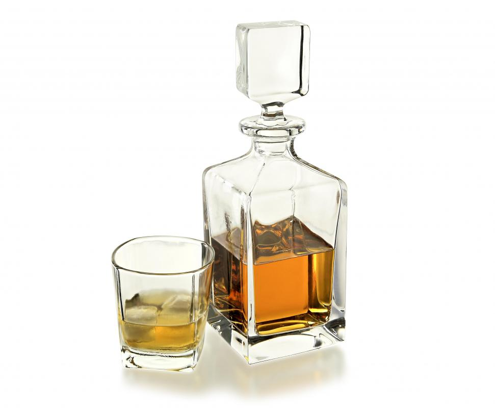 how do i choose the best whiskey decanter with picture. Black Bedroom Furniture Sets. Home Design Ideas