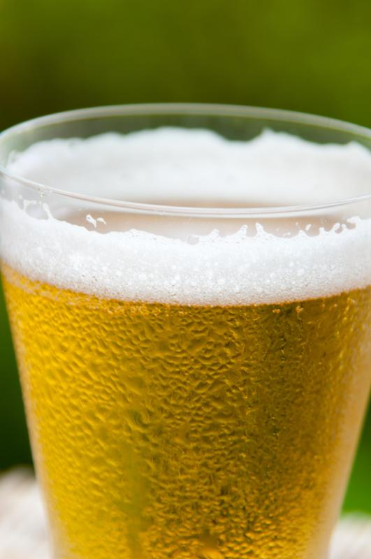 Adding salt generally results in an immediate change to a beer's foam.