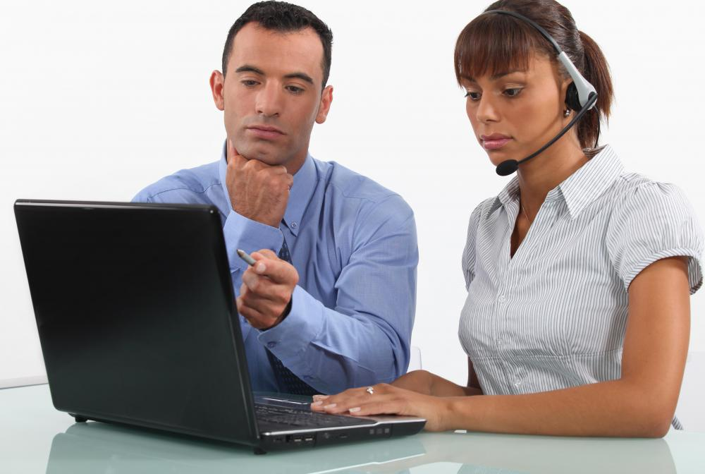 What does a Technical Support Consultant do? (with pictures)