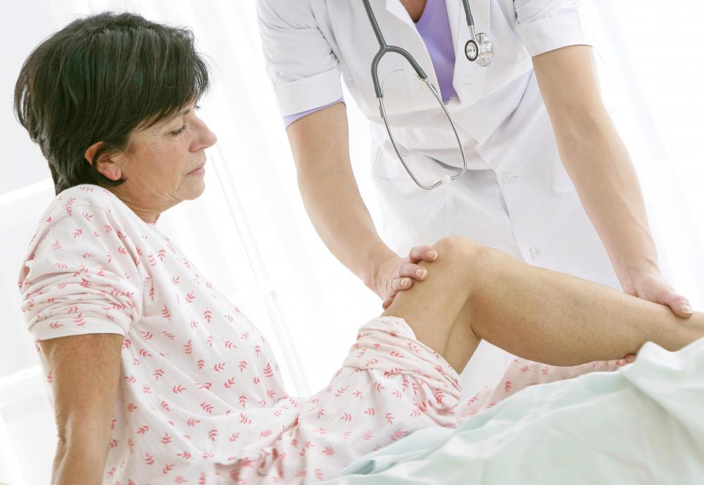 Physical therapy is a common form of knee pain treatment.