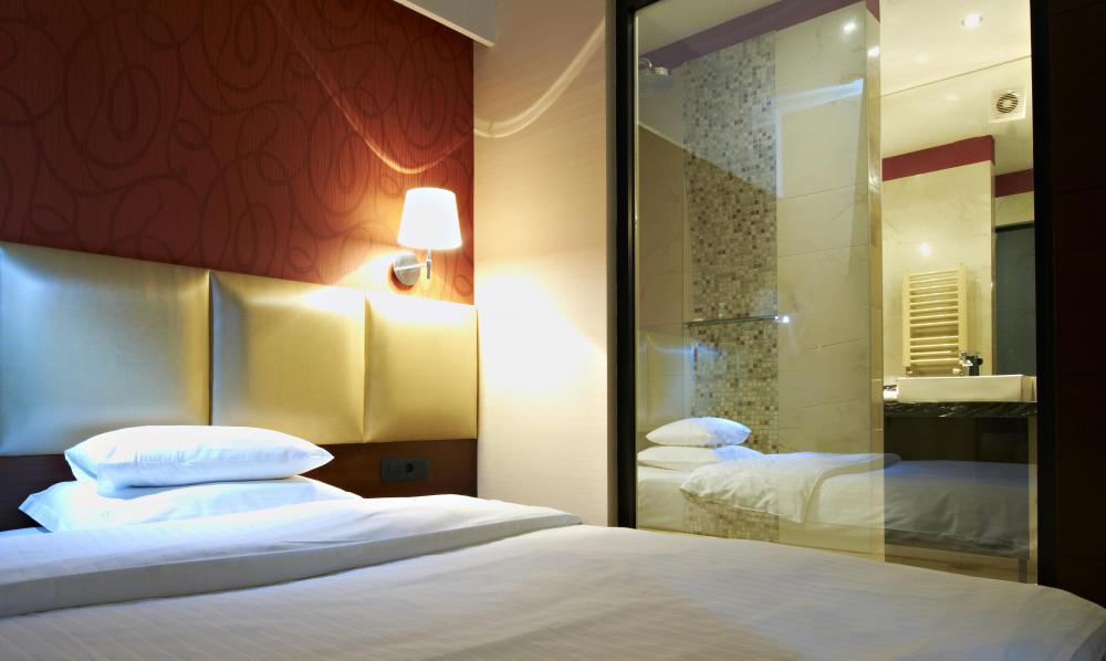 Ensuite bedrooms are commonly found in hotel rooms.