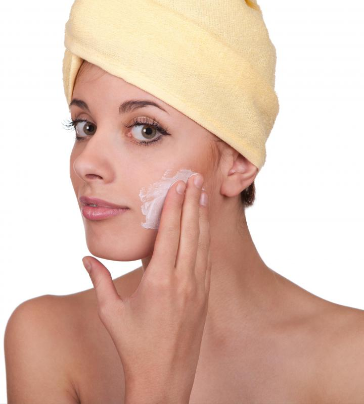 People with oily skin should use oil-free moisturizers.