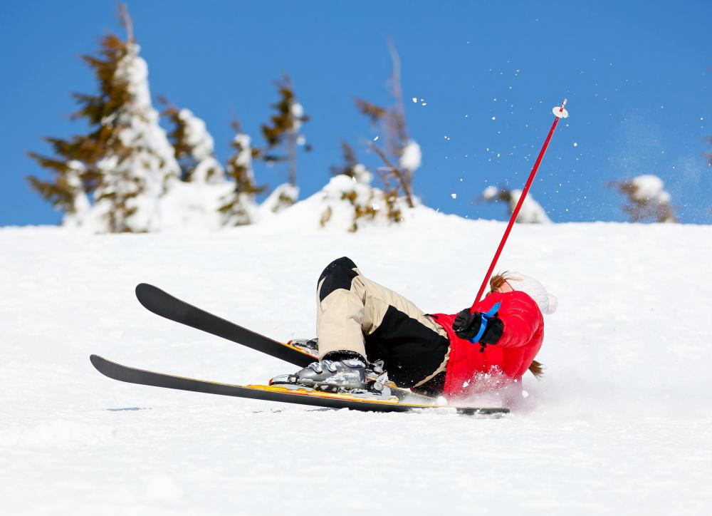 Purposefully falling while skiing is easier to do than while snowboarding to prevent an accident.