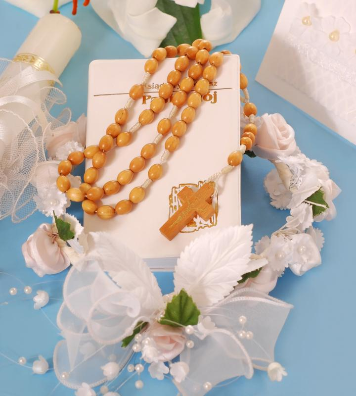 Children are often given a rosary, a certificate, and a small bible after their first communion.