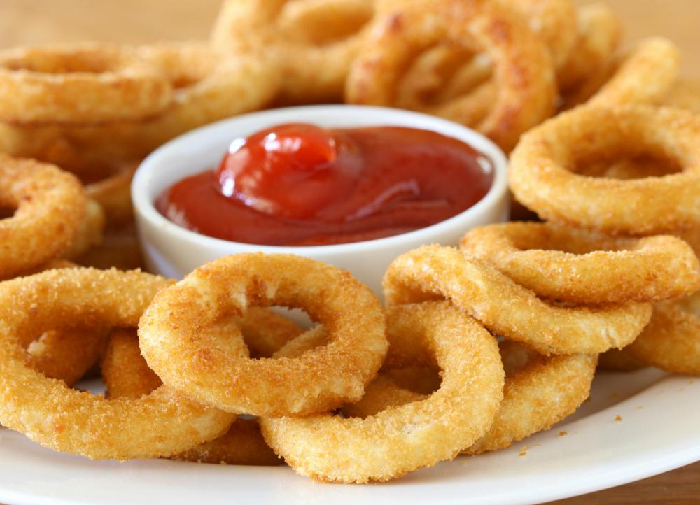 Deep-fried foods, such as onion rings, should be avoided by those suffering from gallstones.