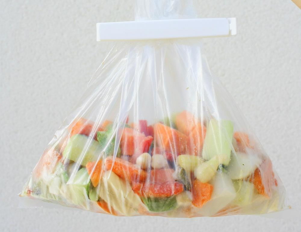 A bag of frozen vegetables may be used as an instant cold pack.