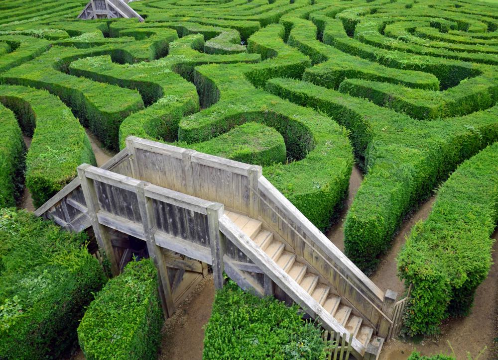 Garden features can include hedges shaped to make a maze.