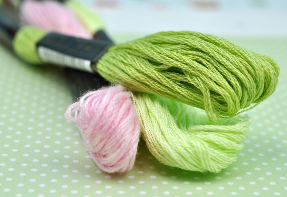 Embroidery floss or other thick thread is used for blanket stitches.