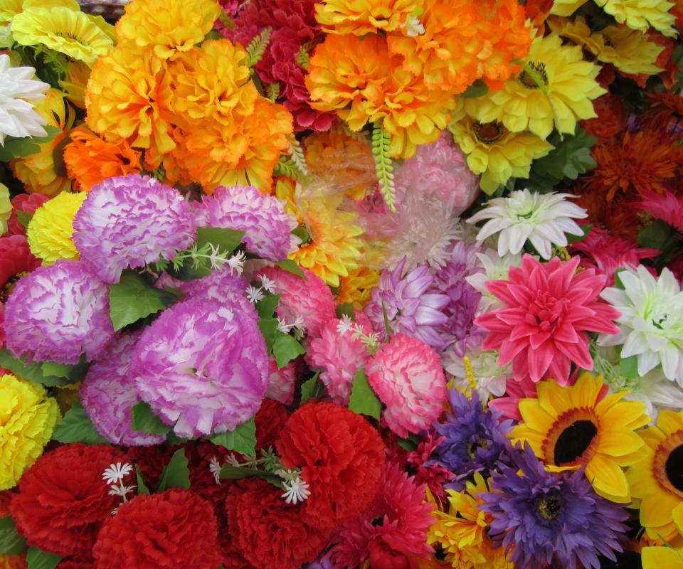 Artificial flowers may be used to accent a wreath.