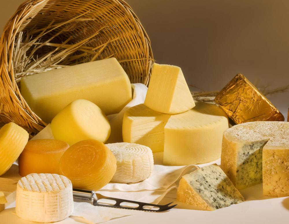 In Wisconsin and elsewhere in the region, yellow cheddar and Colby cheeses are top choices for making cheese curds.