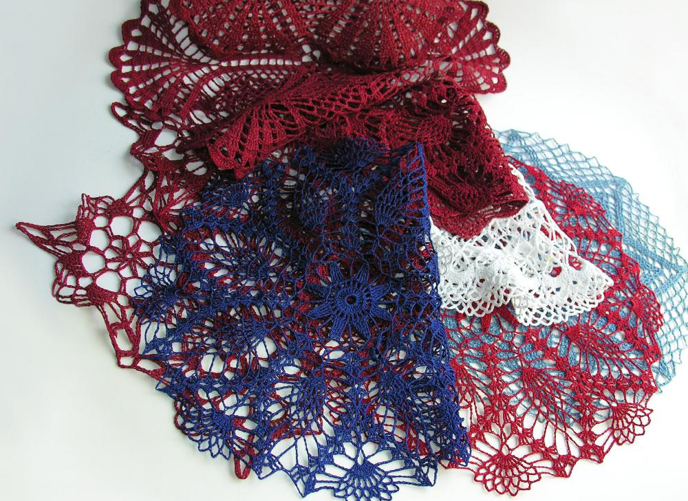 Size 10 or 20 tatting threads are typically used to make doilies.