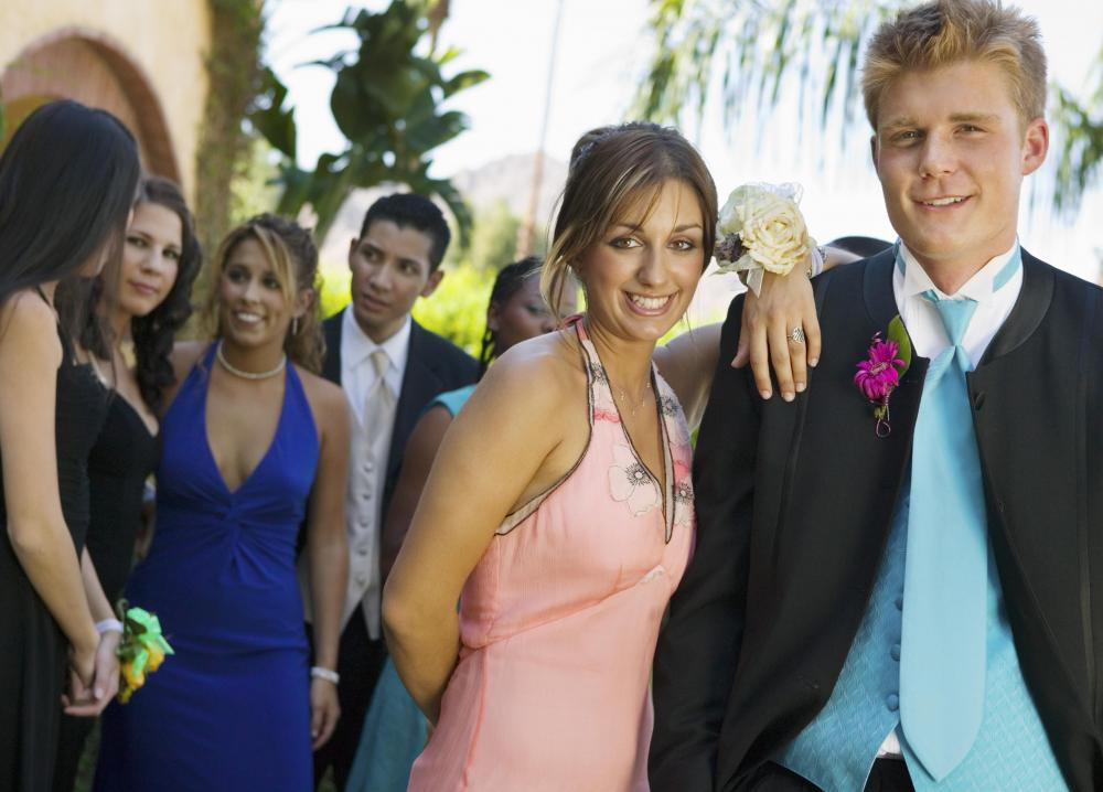 Teens who attend prom as part of a large group of friends are statistically more safe.