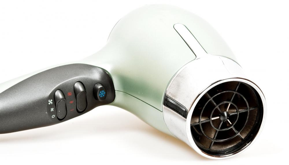 A hair dryer diffuser can either be a specially-designed hair dryer or an attachment that connects to the nozzle of a regular hair dryer.