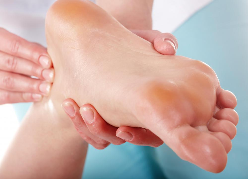A proper diagnosis by a medical doctor is often needed to treat ankle pain, such as that from ankle effusion.