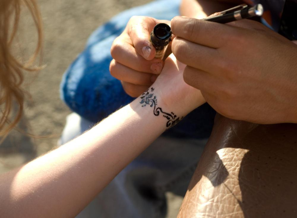A person's skin type affects the rate at which henna is absorbed into her skin.