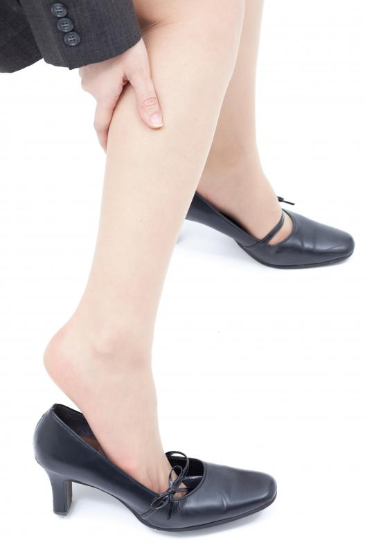 What are the Symptoms of Poor Circulation in the Legs?