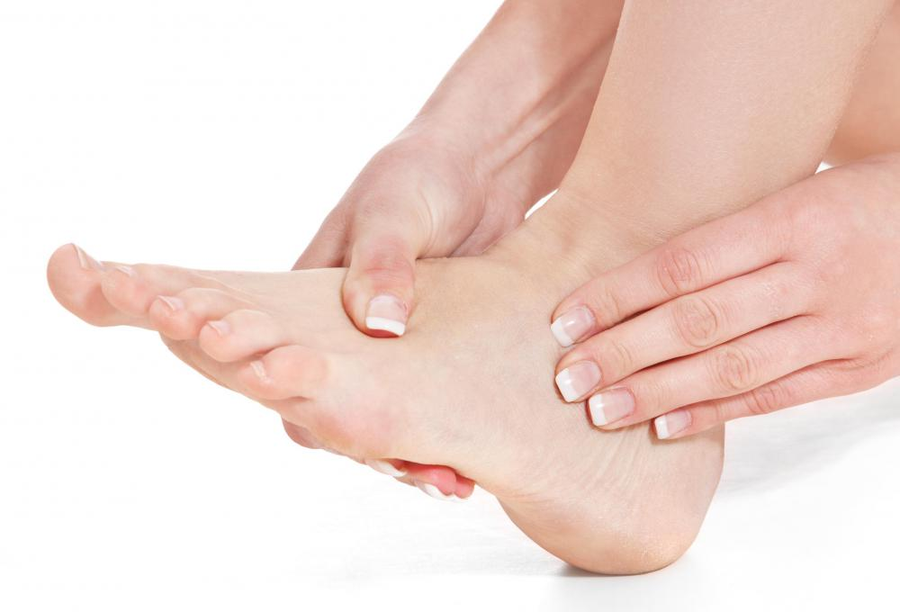 Ice packs are a common home remedy for heel pain.