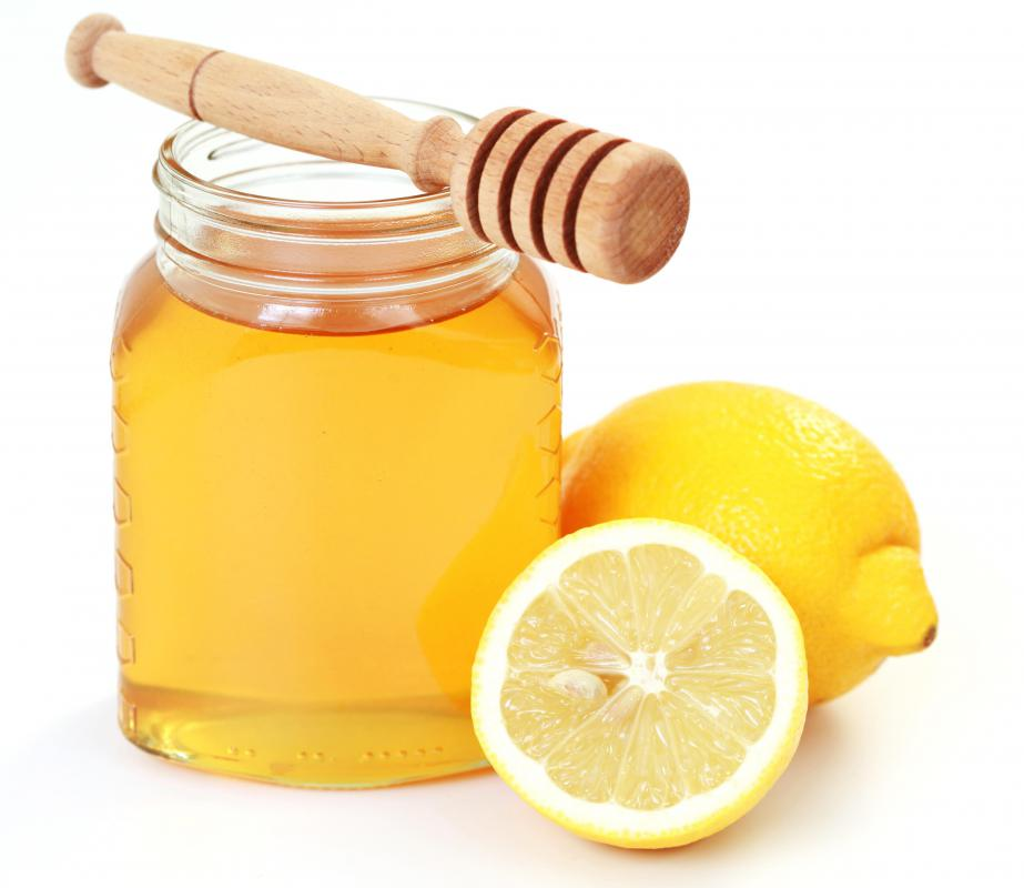 Lemon and honey can be used to make a purifying mask.