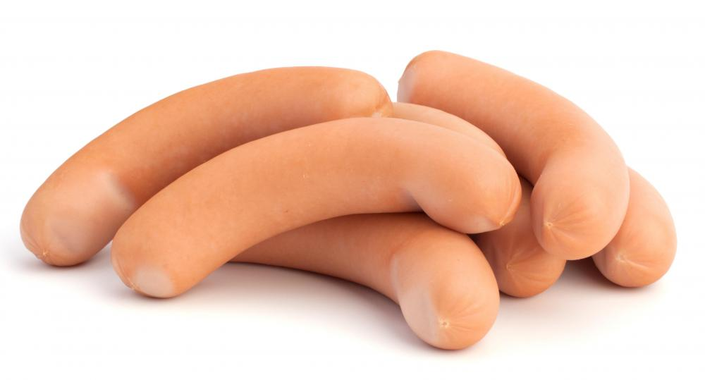 Hot dogs, which can be used to make salchipapas.