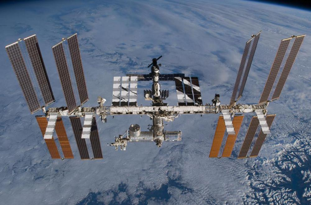Spacewalkers repairing the International Space Station wore space helmets.