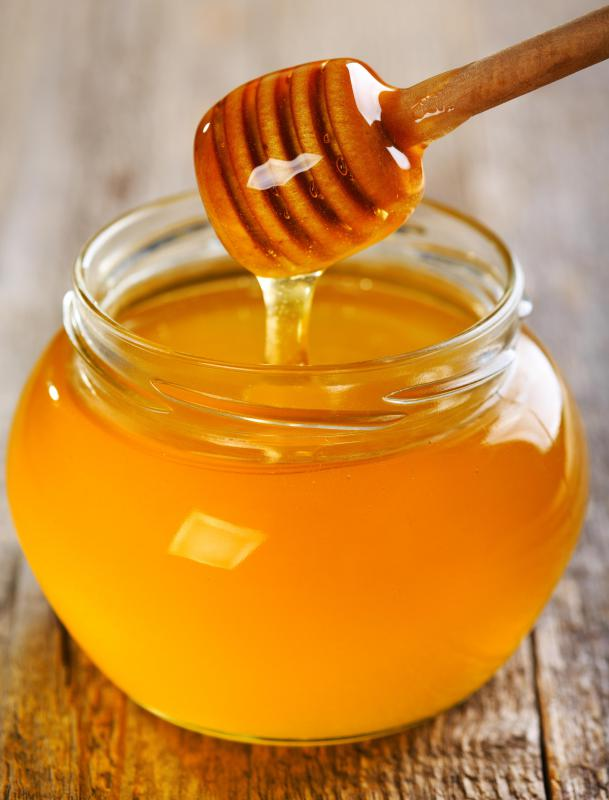 Natural ingredients like honey are useful for skin that needs moisturizing.
