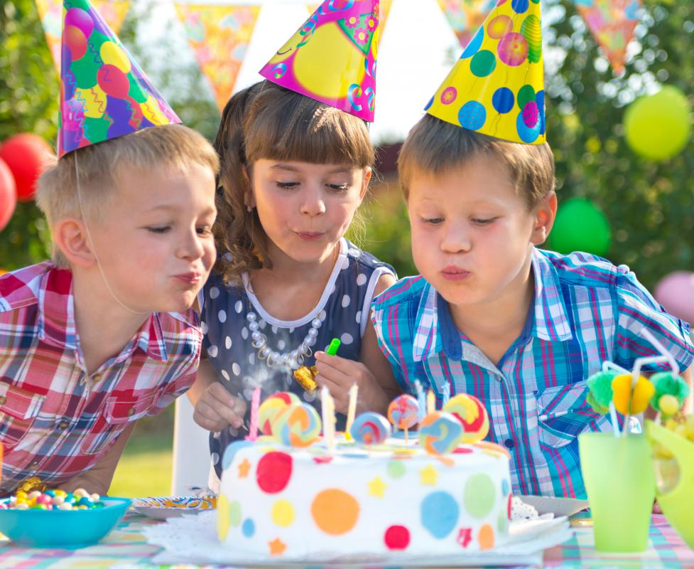 Some child-oriented and food businesses offer discounted rates for children's birthday parties.
