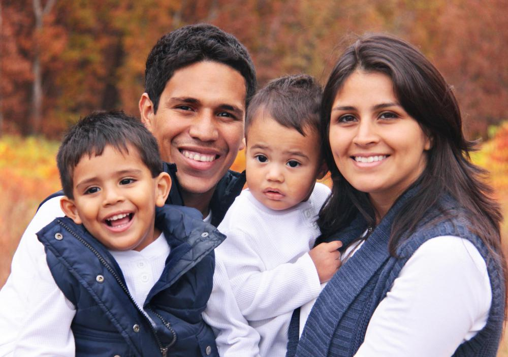 american family customs The average american family has classically been understood as a nuclear family with their extended family living separately today the archetypal nuclear family is still dominant however, it can no longer be an exact social expectation.