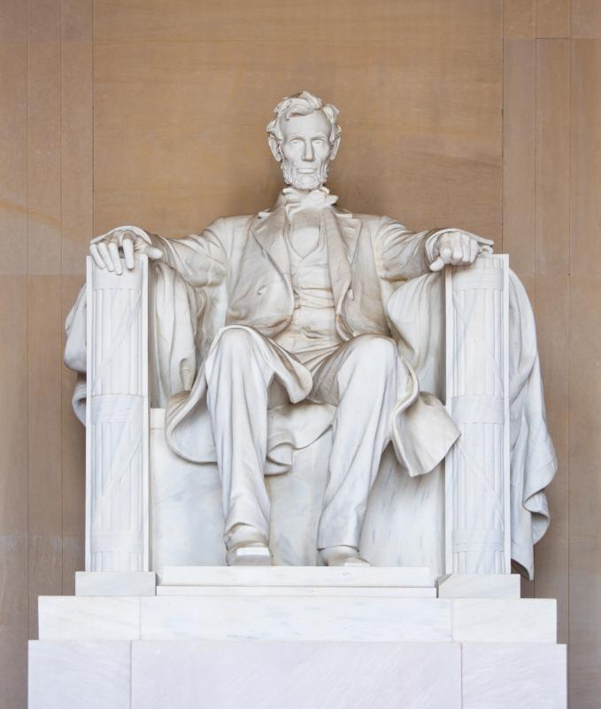 The Lincoln Memorial is located in Washington DC.