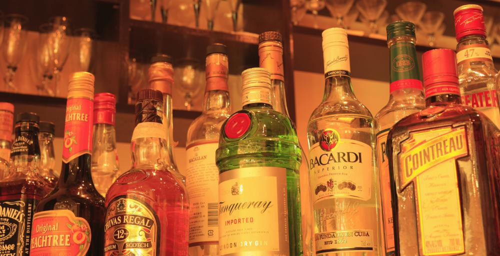 Restaurants, hotels, and bars must all have a liquor license in order to serve alcohol.